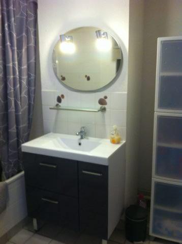 Gîte Honfleur Chez Lisette salle de bain lavabo miroir