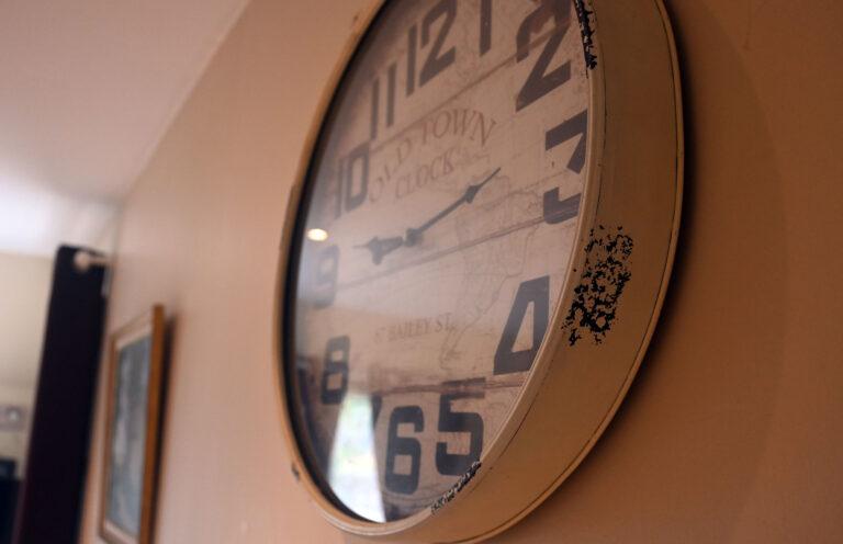 Gîte à Honfleur pour 4 personnes décoration horloge